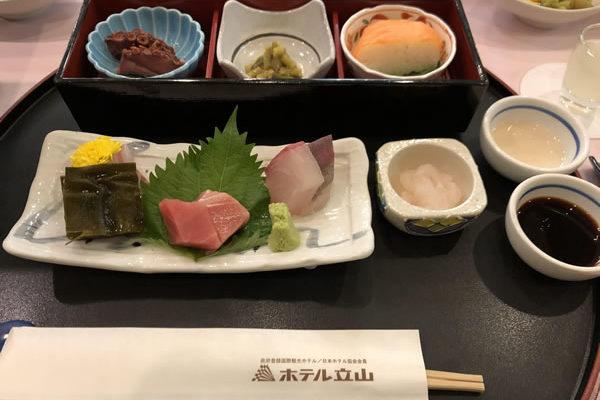ホテル立山の食事(和食・洋食)口コミまとめ!レストランの服装は?